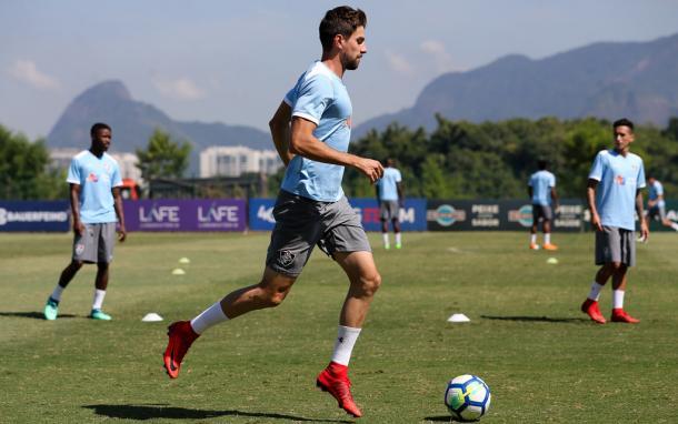 Zagueiro já treina no CT Pedro Antônio (Foto: Lucas Merçon / FFC)