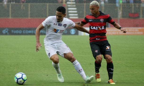 Gilberto e Neílton em ação no Barradão (Foto: Lucas Merçon/FFC)