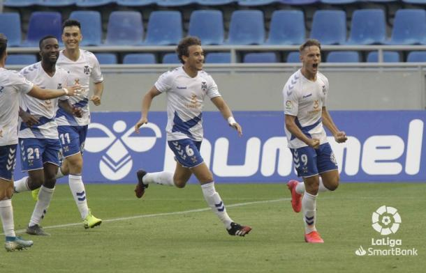 Dani Gómez celebra un gol con la camiseta del CD Tenerife | Fuente: LaLiga Smartbank