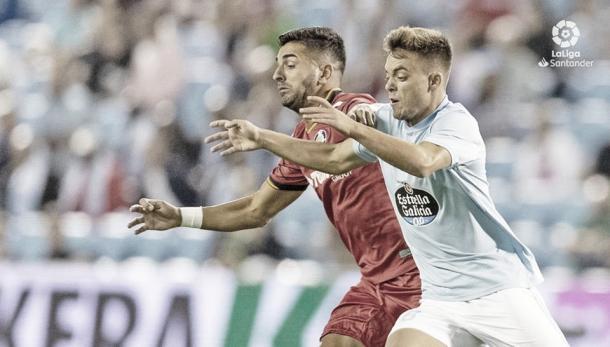 Beltrán y Ángel peleando un balón. | Fuente: La Liga.