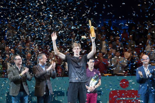 Kevin Anderson clinched a spot at the ATP Finals by claiming the trophy in Vienna. Photo: Andrea Kareth/SEPA Images/Getty Images