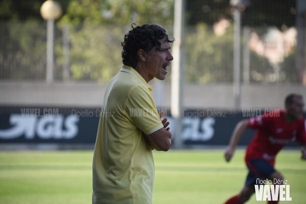 Raúl Garrido, dando órdenes a sus pupilos | Foto: Noelia Déniz - VAVEL