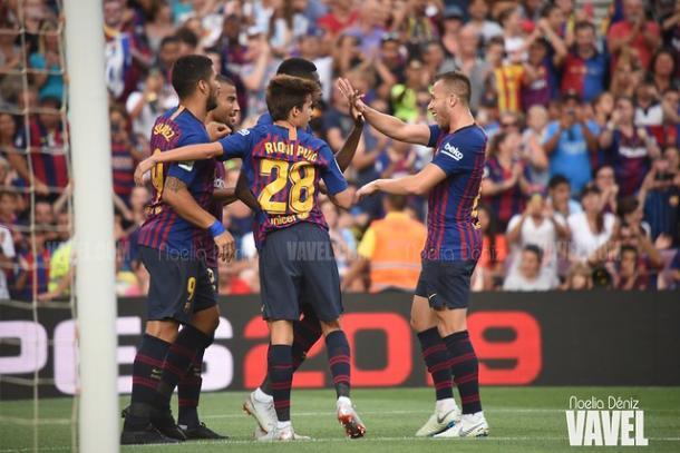 Los jugadores del Barça celebrando un gol en el Gamper | Foto: Noelia Déniz (VAVEL)