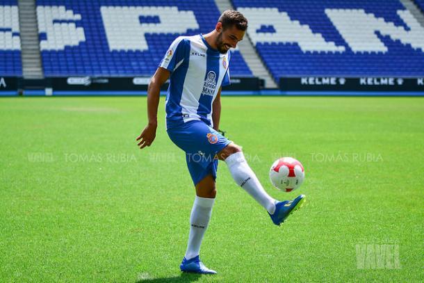 Borja Iglesias en su presentación con el Espanyol I Foto: Tomás Rubia (VAVEL)