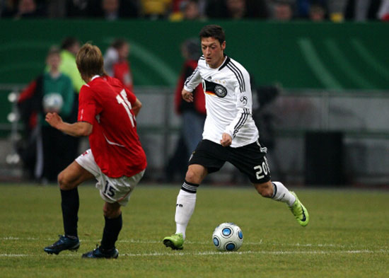 Mesut Özil on his international debut against Norway. | Photo: Goal/Firo