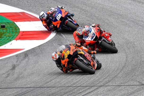 Las posiciones de delante fueron ocupadas por Espargaró, Miller y Oliveira. Imagen: MotoGP
