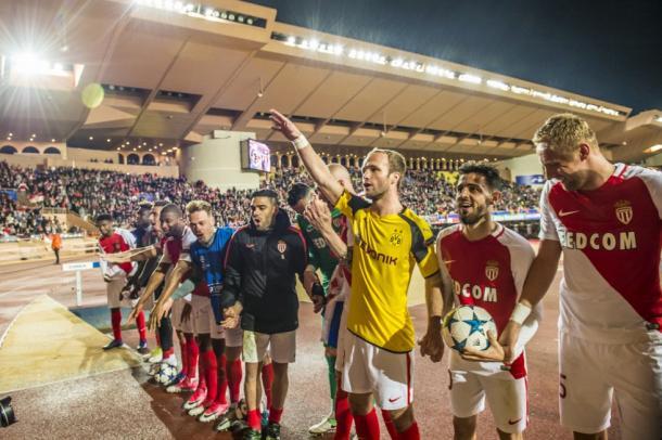 Los jugadores monegascos celebran la clasificación a semifinales.   FOTO: ASMonaco.es