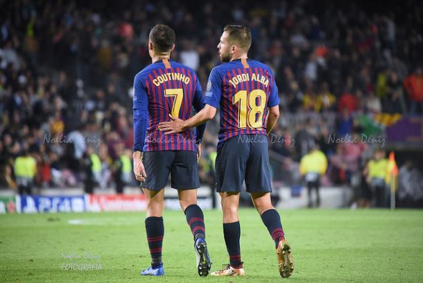 Coutinho y Jordi Alba, durante un encuentro esta temporada | Foto: Noelia Déniz - VAVEL