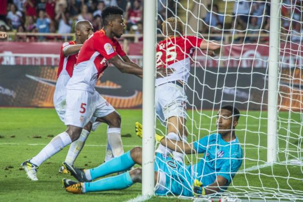 Pese a su buena actuación, Lafont no pudo evitar la derrota.   FOTO: ASMonaco.com