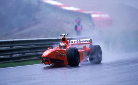 Michael Schumacher después de colisionar con David Coulthard | Foto: motorpasion.com