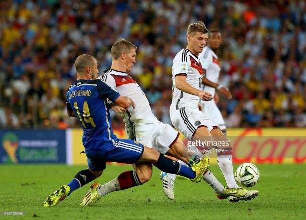 Kroos y Schweinsteiger son los elegidos de Löw para la posición de mediocentro. /7 (Foto de Getty IMages)