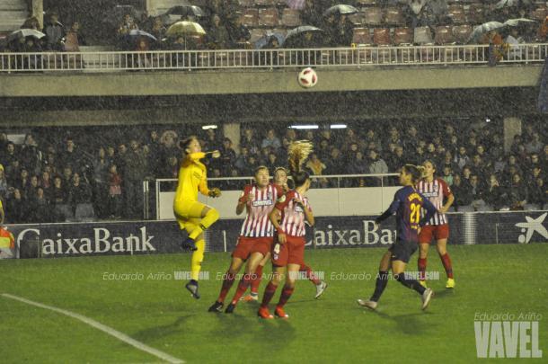 Se vivió una intensa lluvia en el partido en el Mini Estadi / Foto: Noelia Déniz (VAVEL.com)