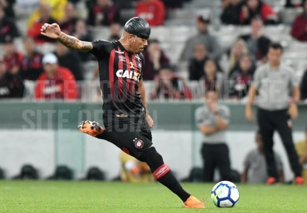 Furacão saiu em vantagem no intervalo sobre Raposa com gol de Carleto (Foto: Vinnicius Silva/Cruzeiro)