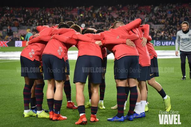 Piña de los jugadores del Barça antes de un partido de Champions | Foto: Noelia Déniz (VAVEL)