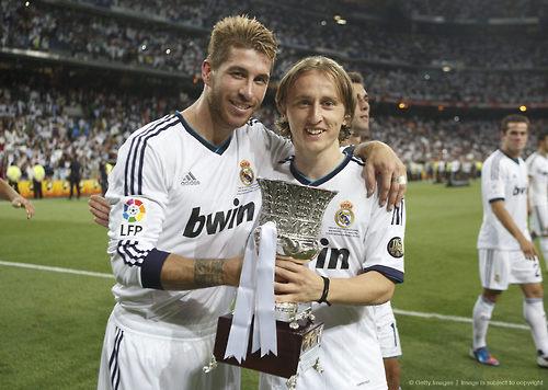 Modric celebra junto a Ramos su debut y primer título en el Madrid | Foto: Getty Images