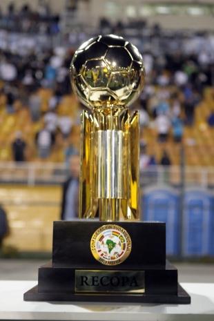 Trofeo de la Recopa Sudamericana. Foto: Web.