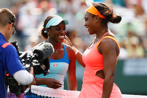 Stephens and Serena Williams at the net after their round of 16 at the French Open last year. Photo credit : Julian Finney / Getty Images.