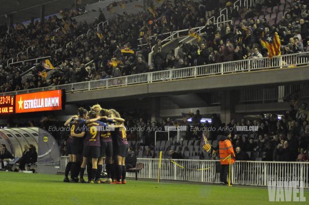 Las azulgranas celebrando el 2-0 en el partido de ida / Foto: Eduardo Ariño (VAVEL.com)
