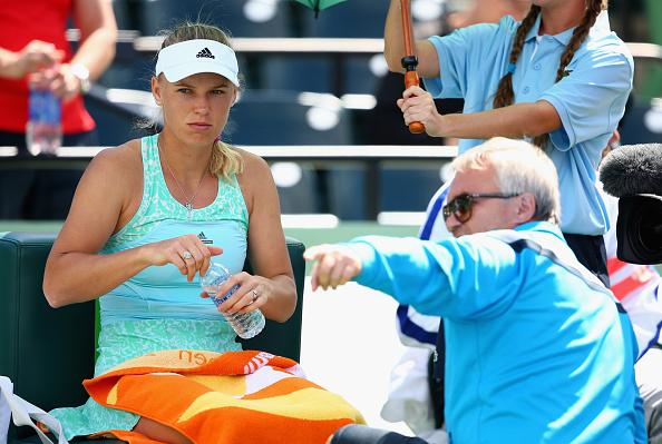 Caroline Wozniacki receives on-court coaching from father Piotr Wozniacki at the Miami Open/Getty Images