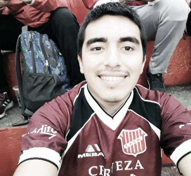 Elias Toledo; Fanático de San Martín, tiene 23 años, trabaja en una Maternidad, estudia Ciencias Económicas en la UNT y vive en San Andres.