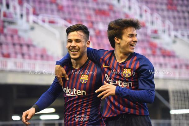Carles Pérez y Riqui Puig celebrando el gol del delantero. Foto: Noelia Déniz, VAVEL