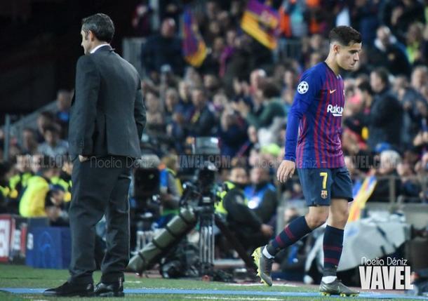 Ernesto Valverde y Philippe Coutinho en la banda del Camp Nou. FOTO: Noelia Déniz
