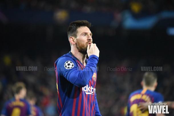 Messi dirigiéndose a la grada del Camp Nou. FOTO: Noelia Déniz