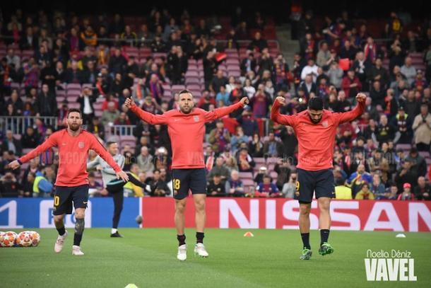 Messi, Jordi Alba y Suárez en el calentamiento. FOTO: Noelia Déniz