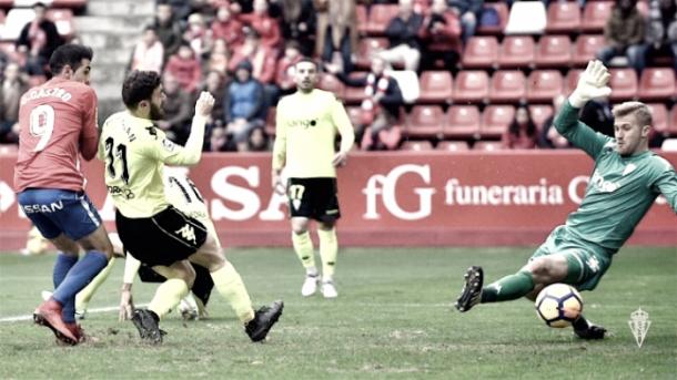 Imagen del duelo de la pasada jornada entre el Cádiz y el Sporting | Foto: Sporting de Gijón