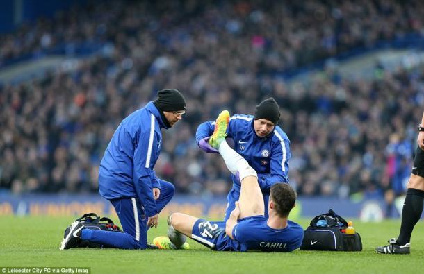 Cahill abandonó el campo a los 33 minutos | Foto: Leicester City - Getty.