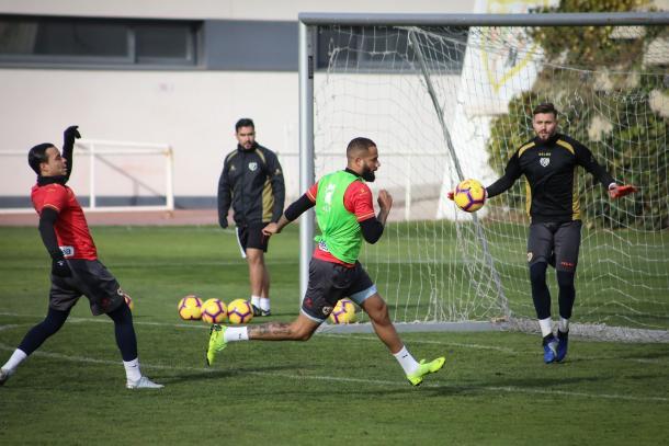 Bebé anotando un gol durante un entrenamiento | Fotografía: Ricardo Grande (VAVEL)