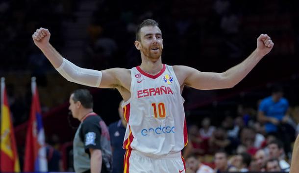 Claver celebra el triunfo de España / feb.es