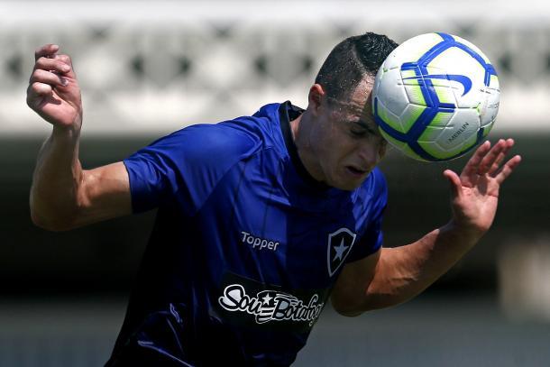 Victor Rangel em treino de finalização. Foto: Vitor Silva/Botafogo