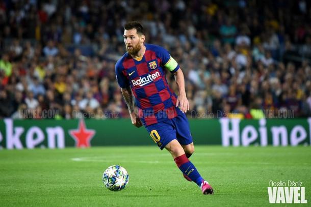 Leo Messi conduciendo el esférico. FOTO: Noelia Déniz