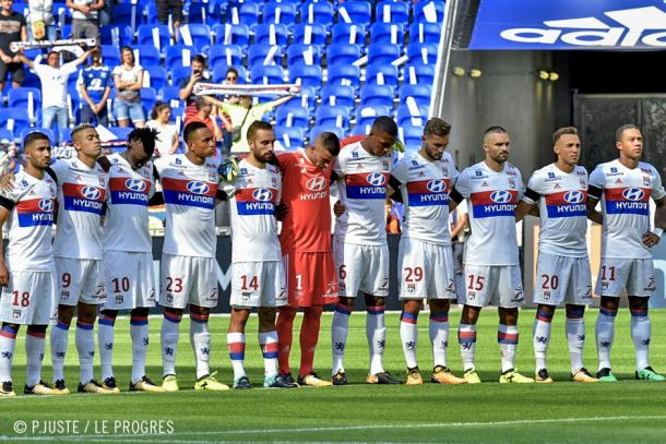 Se guardó un minuto de silencio en todos los estadios de Francia en recuerdo a las víctimas de los atentados de Barcelona y Cambrils. | FOTO: OLweb.fr