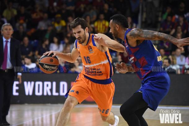 Vives y Hanga durante el FCB Basket vs Valencia Basket de Liga Endesa | Fuente: Noelia Déniz