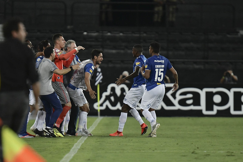 Em 2019, Cruzeiro de Abel Braga levou a melhor sobre o Botafogo de Alberto Valentim (Foto: Foto: Marcello Dias/Light Press/Cruzeiro)