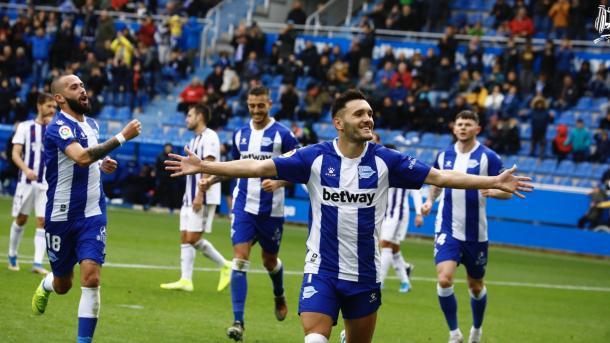 Lucas Pérez celebra un gol en Mendizorroza. Foto: Deportivo Alavés