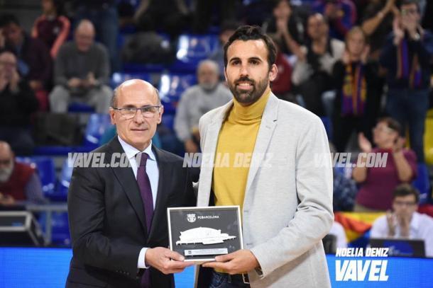 Víctor Sada recibió un sentido homenaje por parte del Palau Blaugrana. FOTO: Noelia Déniz