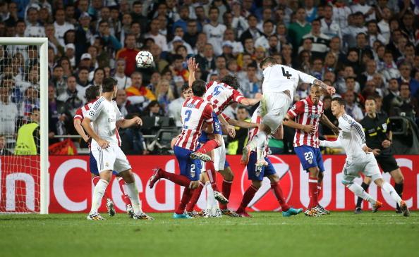 Foto histórica da cabeçada de Sergio Ramos, que rendeu o empate ao Real Madrid, nos acréscimos (Foto: Getty Images)