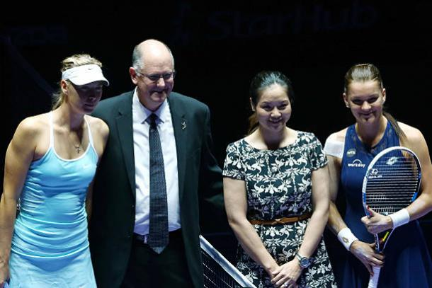 Maria Sharapova with Steve Simon and Li Na ahead of her clash against Agnieszka Radwanska at the 2015 WTA Finals (Getty/Clive Brunskill)