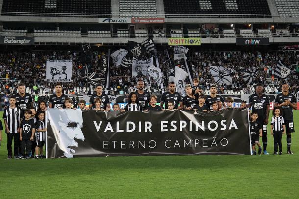 Muitas homenagens a Valdir Espinosa antes do jogo. (Foto: Vitor Silva/Botafogo)