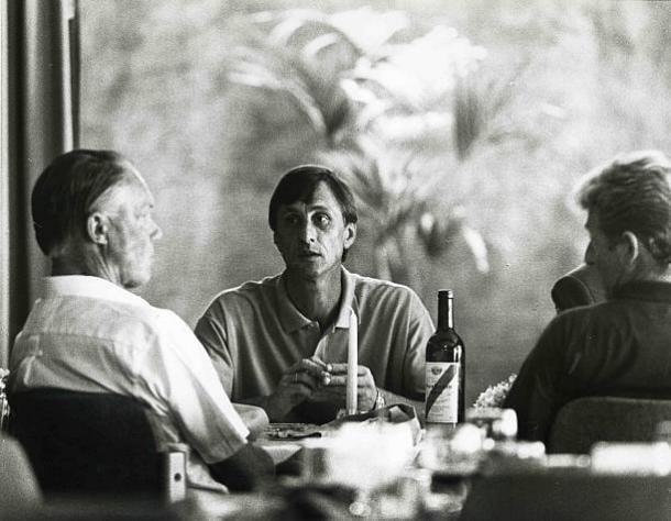Mestre e discípulo: Michels almoça com Cruyff em Barcelona (Foto: VI Images via Getty Images)