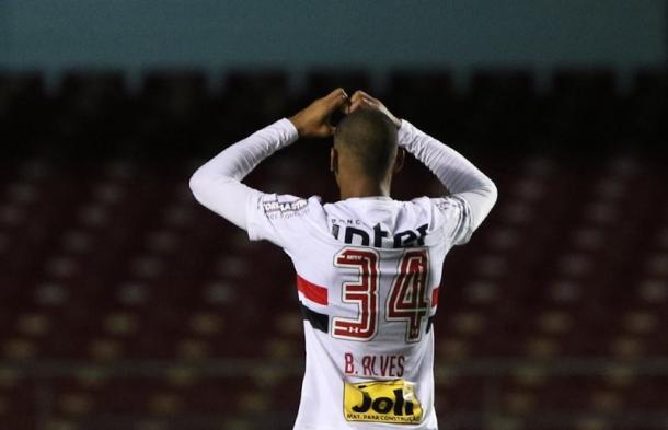 Aniversariante do dia, Bruno Alves completou 27 anos e marcou de cabeça (Foto: Rubens Chiri/saopaulofc.net)