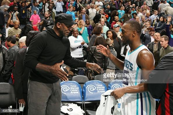 Il proprietario, Michael Jordan, e la stella, Kemba Walker | Fonte immagine: Getty Images