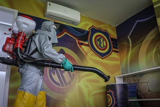 Processo de higienização do Madureira (Foto: Luis Miguel Ferreira/ Madureira E.C.)