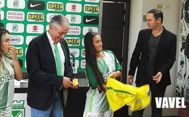 Daniela Tamayo quien ha integrado la Selección Colombia, se pone oficialmente la camiseta profesional. | Foto: VAVEL