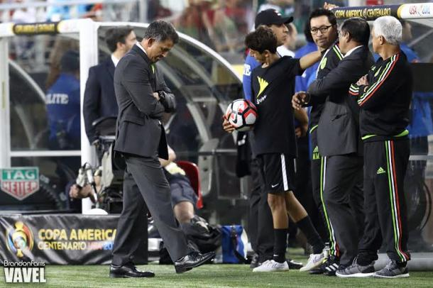 Mexico's manager Juan Carlos Osorio (Center) is left with a lot of questions after the 7-0 defeat to Chile on Saturday at Levi's Stadium. Photo provided by Brandon Farris-VAVEL USA.