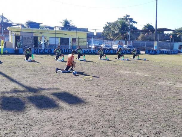Atletas treinam na Vila Aliança. (Foto: ONG Craques da Vida)