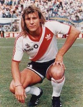 Caniggia durante sua passagem pelo River Plate   Foto: Divulgação/RiverPlate